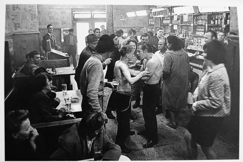 Cafe-Lehmitz-Hamburg-1967-70 Closing the distance: Anders Petersen